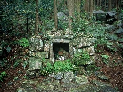 Yonaki Jizo Statue