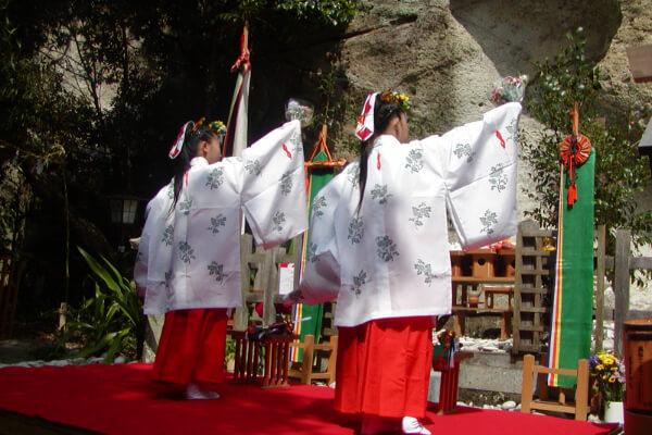 Hana-No-Iwaya Autumn Festival & Spring Festival